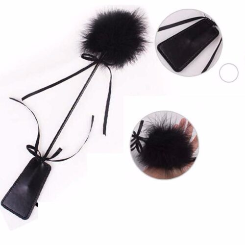 Bičík s peříčky - dráždidlo černé s mašličkou